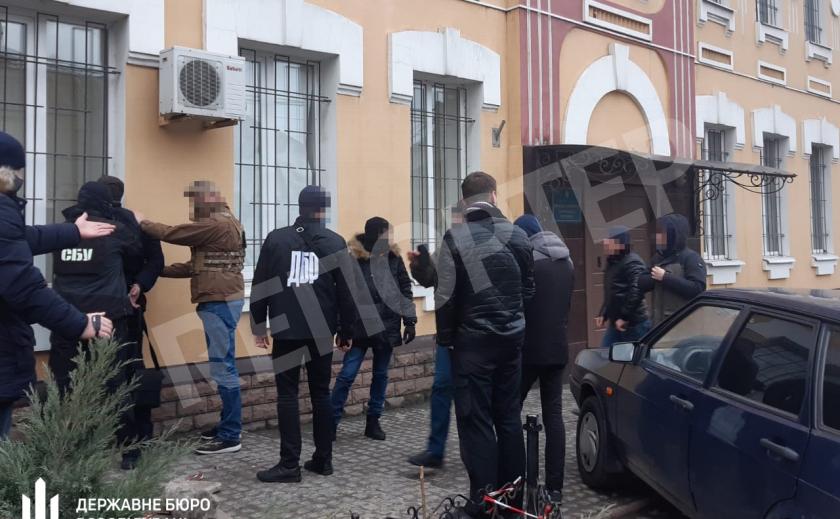 Запорожский военный прокурор задержан при получении взятки