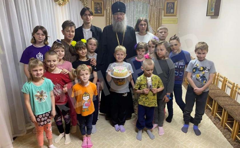 Запорожские верующие поздравили детей