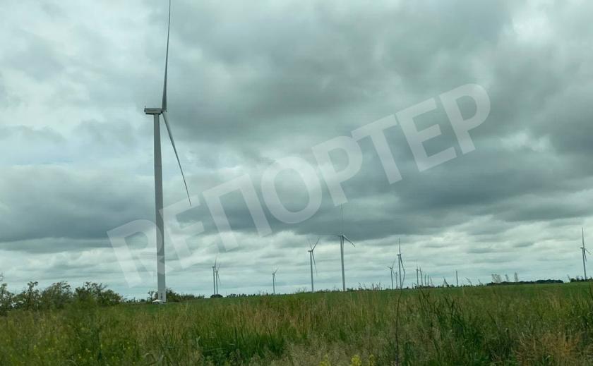 Закрутились ветряки Запорожской ВЭС