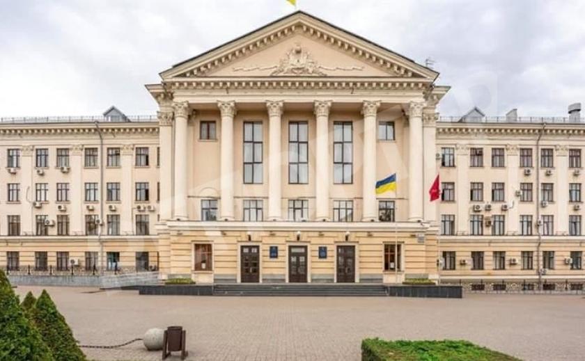 Скандальная сессия Запорожского горсовета: спортивные ребята и заминированное здание на бульваре