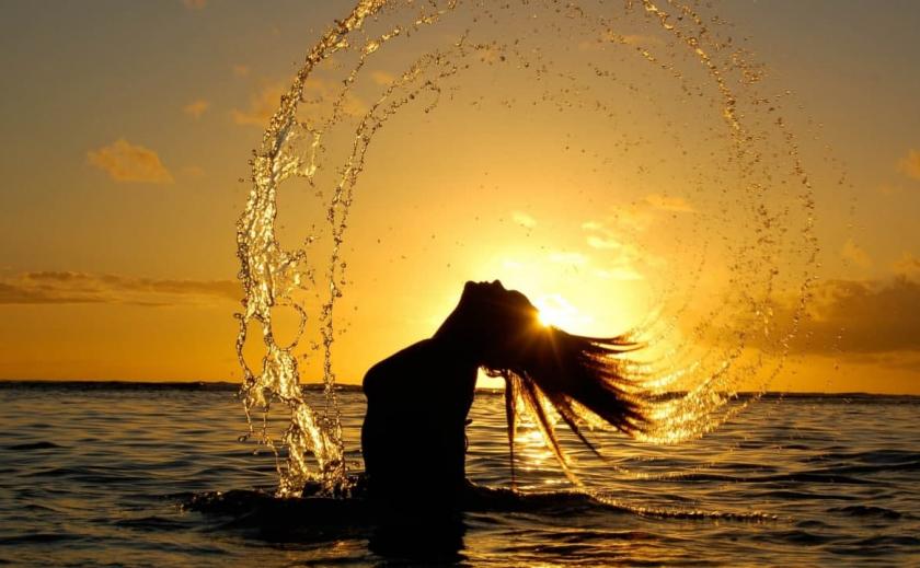 Наконец-то! На запорожском курорте начали исчезать медузы