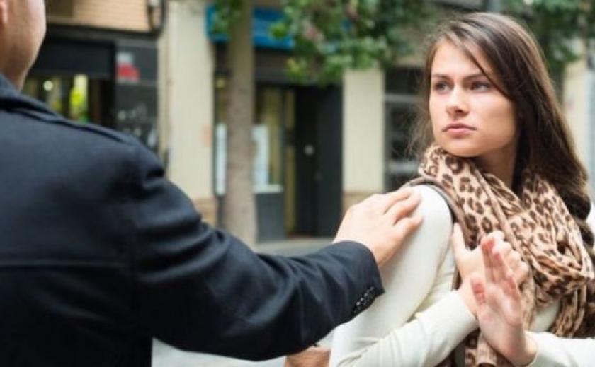 В Запорожье покажут уличные домогательства