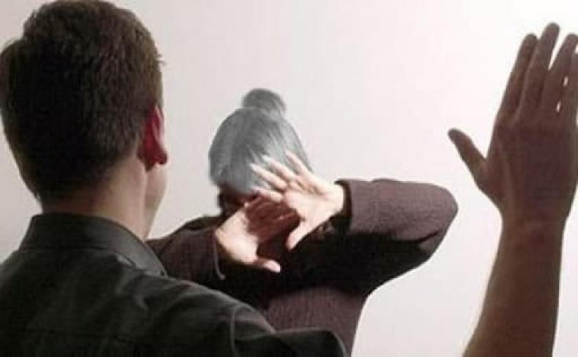 В Запорожье домашний тиран угрожал пожилым родителям расправой, а потом набросился на полицейских