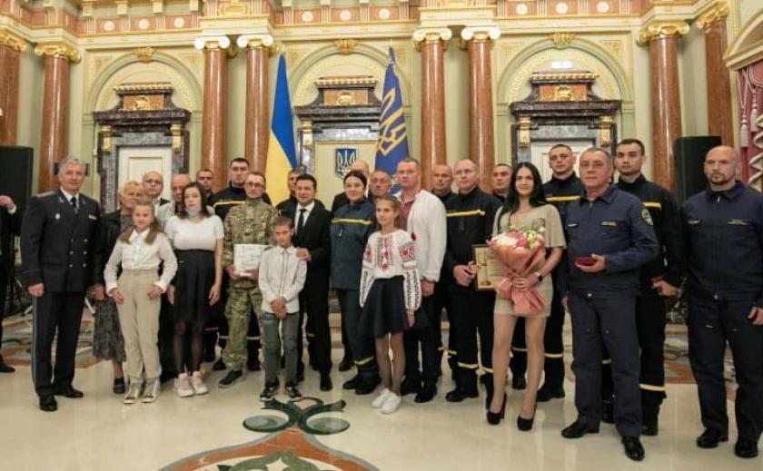 Президент Украины Владимир Зеленский наградил «Героев-спасателей года» из Кривого Рога и Гуляйполя