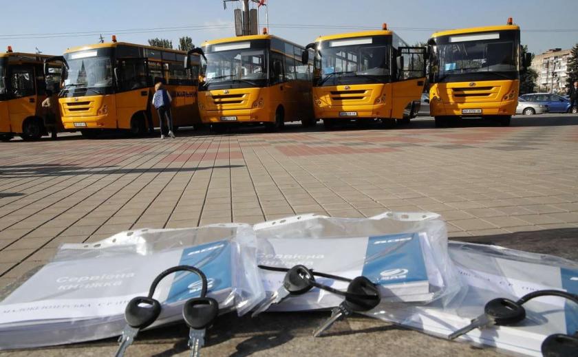 Для школьников Запорожской области передали еще 5 новых автобусов местного производства