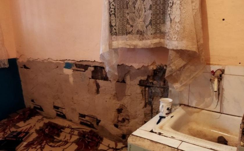 Плесень и тараканы в камерах, окна без стекол и холод, нарушение права на охрану здоровья. Представители Омбудсмена проверили Вольнянское УИН №11