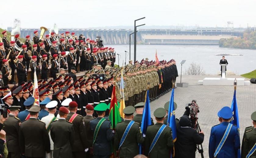Курсанты из Запорожья, Кривого Рога и Кременной приняли клятву на Хортице в присутствии Президента Украины Зеленского