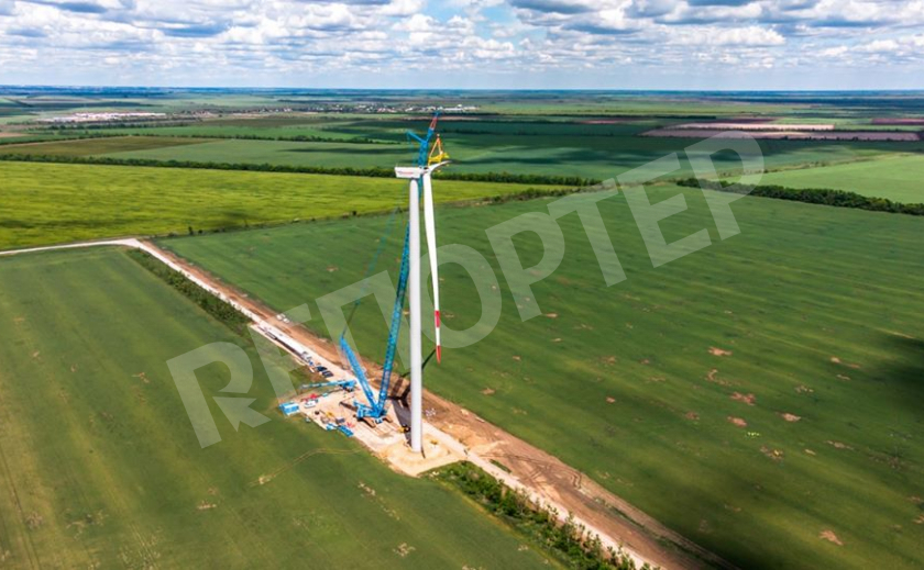 На Запорожской ВЭС смонтировали первый ветрогенератор