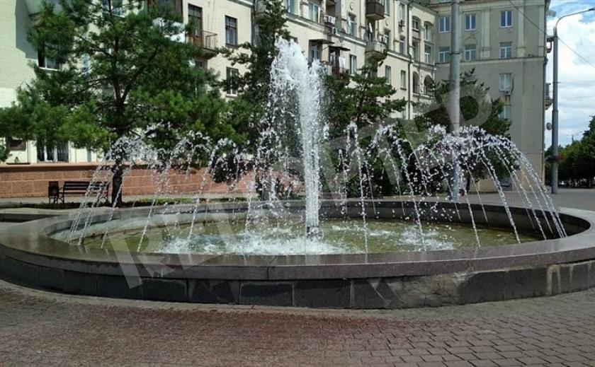 Запорожские фонтанным ворам пластик не по зубам