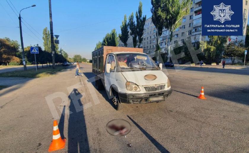 В Запорожье грузовик сбил мать с ребенком на «зебре»