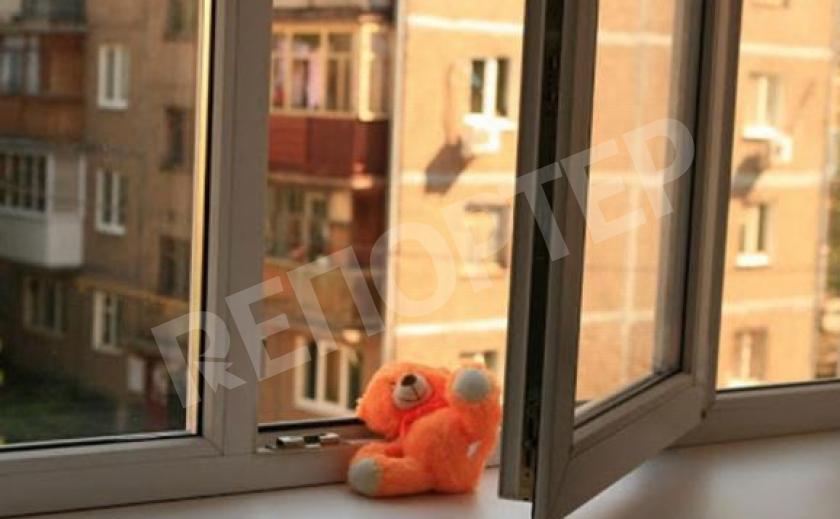 В Запорожье ребенок выпал с четвертого этажа